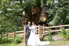bride-groom-treehouse-800x533